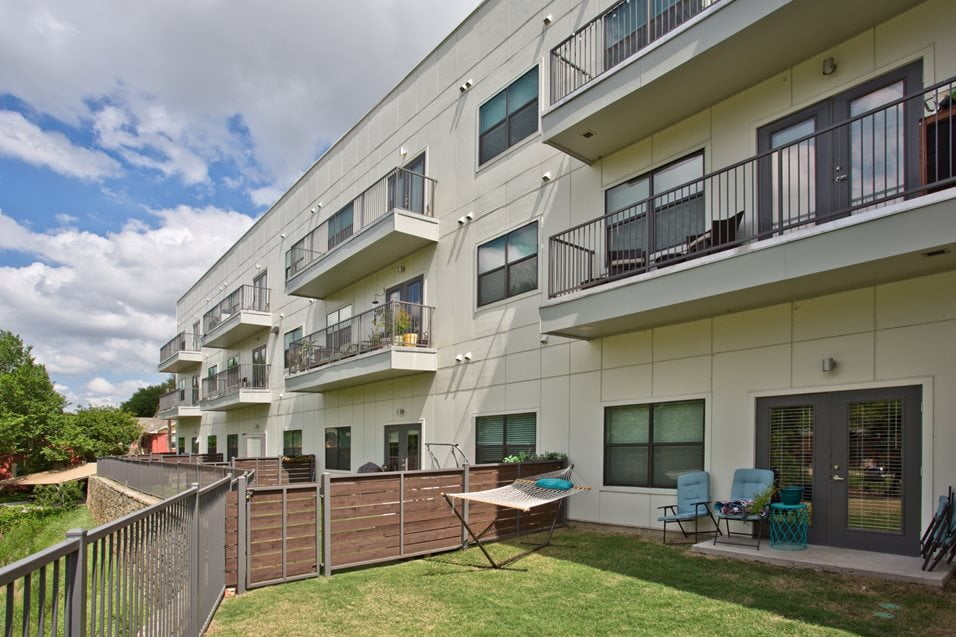 dallas apartments with yards