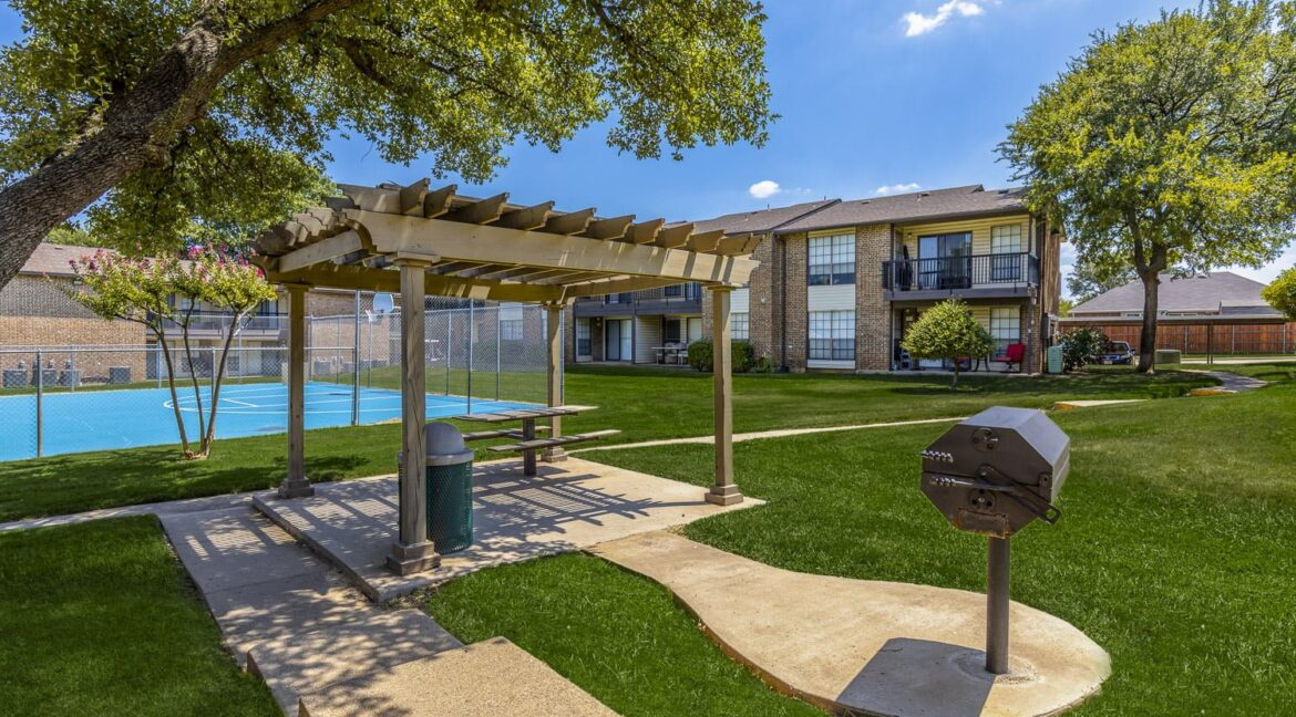 apartments with basketball courts